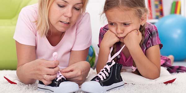 allacciare-scarpe-